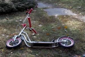 В Новороссийские водитель сбил ребенка на самокате