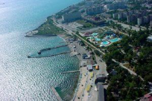 В Новороссийске из-за ДТП с автоцистерной мазут попал в море
