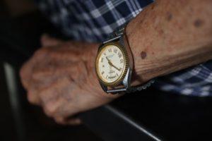 В Новороссийске пенсионер пролежал на полу в своей квартире два дня