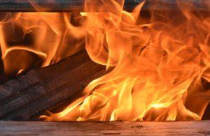 В Новороссийске мужчина сгорел в заброшенном гараже